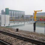Serrurerie : rack tuyauterie et passerelle de dépotage sur duc d